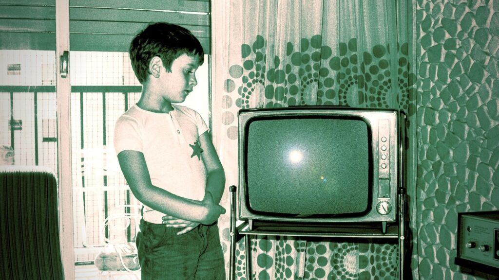 Como toda buena historia de miedo que se respete, la fecha de inicio es importante, esta empieza un 2 de noviembre (si,¡ el mismísimo día de los Muertos!) de 1971, el mismo año que se público la novela de EL EXORCISTA y se estrenó en el cine NARANJA MECÁNICA y THE HOUSE THAT DRIPPED BLOOD , ¿coincidencia?, ¿Quién lo sabe?,