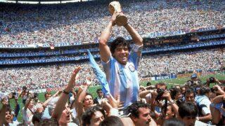 Maradona: ícono del futbol, grotesca celebridad y leyenda
