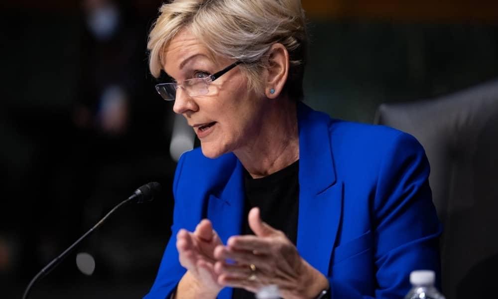 Gobierno de Estados Unidos acepta escasez de suministros por ciberataque en oleoductos.