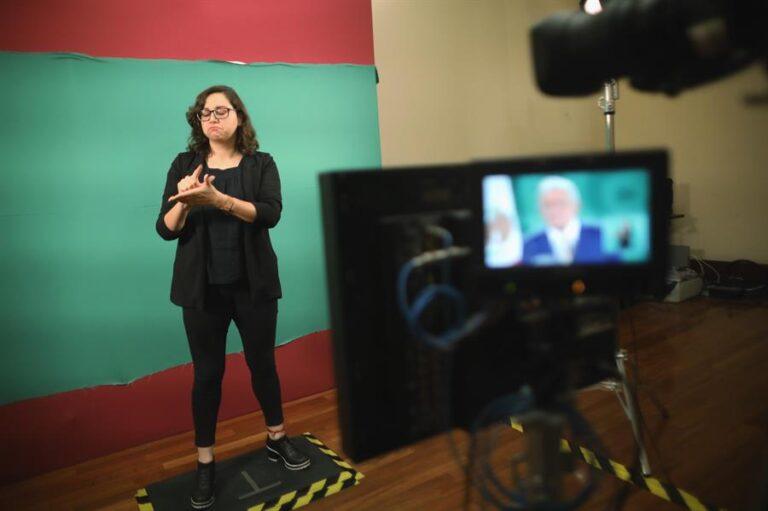 Interpretando a López Obrador en lengua de señas