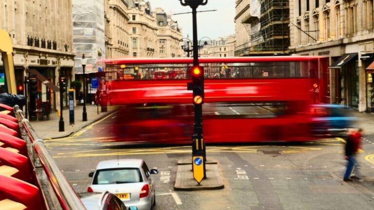Reino Unido quiere cero emisiones en su red de transporte